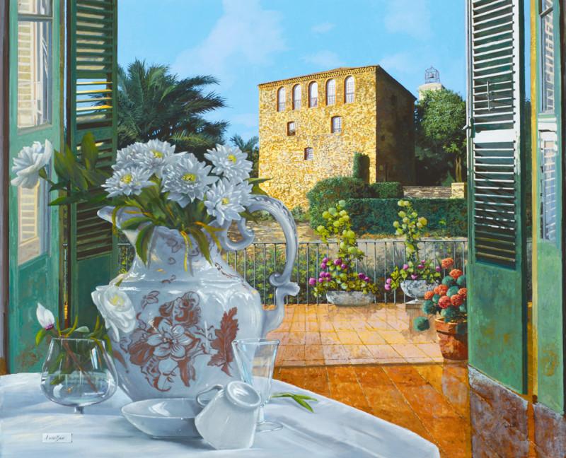 Фреска ваза на балконе